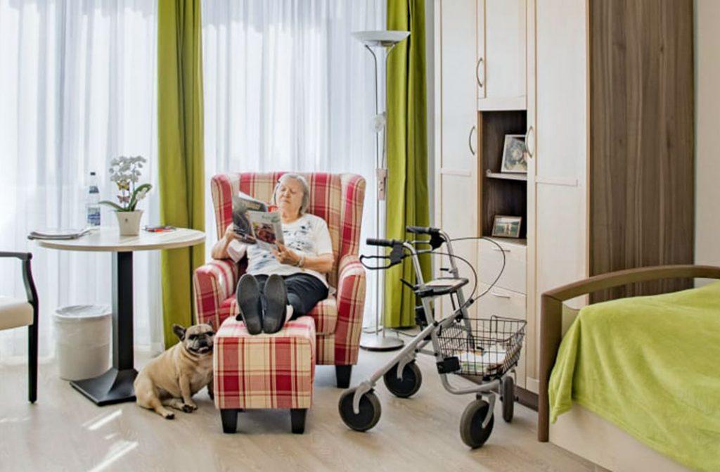 Zimmer im Seniorenheim mit Hausgemeinschaftsprinzip