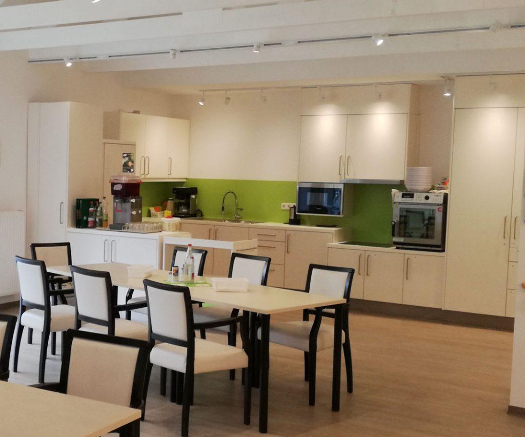 Wohnküche im Seniorenheim mit Hausgemeinschaftsprinzip